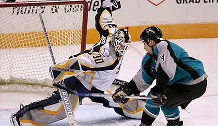 San Jose Sharks right winger Jonathan Cheechoo is picking his game up with the playoffs just around the corner.