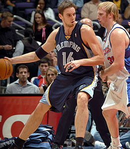 Memphis Grizzlies Pau Gasol isn't getting any love from Coach Tony Barone.