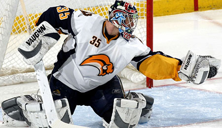 The Pittsburgh Penguins have signed veteran goalie Ty Conklin.