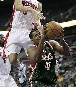 Kurt Thomas is seeing more PT for the Milwaukee Bucks.